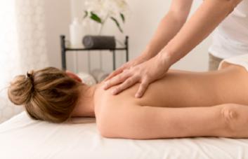 Massagem terapêutica: para que serve e como fazer?