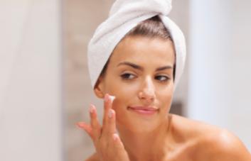 Loção facial: conheça os benefícios de usá-la